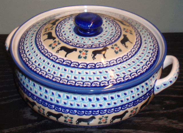 Dog blue Lg Round Covered Casserole top 11.510x5.JPG